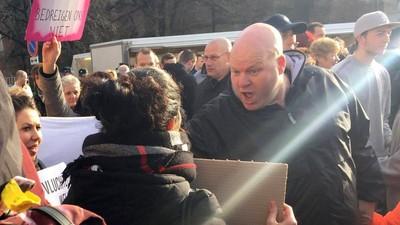 Een interview met de vrouwen die tijdens Wilders' verzetsspraystunt werden gearresteerd