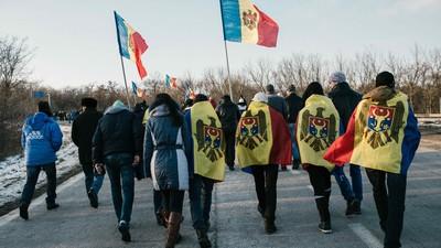 Moldovenii și-au făcut propriul Front al Salvării Naționale, mai lipsește doar Iliescu