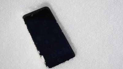 De ce-ți moare iPhone-ul brusc de la frig?