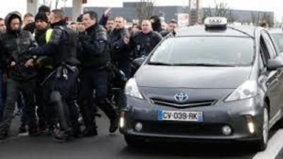 Pastila de știri: Ciocniri între jandarmii din Paris și taximetriști