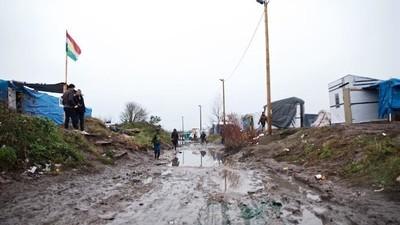 Le tre ragazze italiane fermate nella Giungla di Calais ci hanno raccontato cosa è successo
