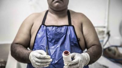 Acompañamos a preparar un cadáver a 'El Caballero de la muerte' de El Salvador