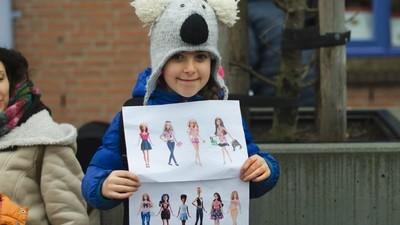 We vroegen kinderen wat ze van de nieuwe, voluptueuzere Barbies vinden