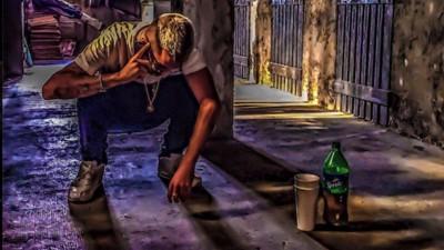 Cosa c'è dietro la nuova ossessione dei rapper italiani per la Purple Drank?