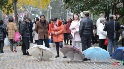 Una tarde extraña en el mercado de los matrimonios de Shanghái