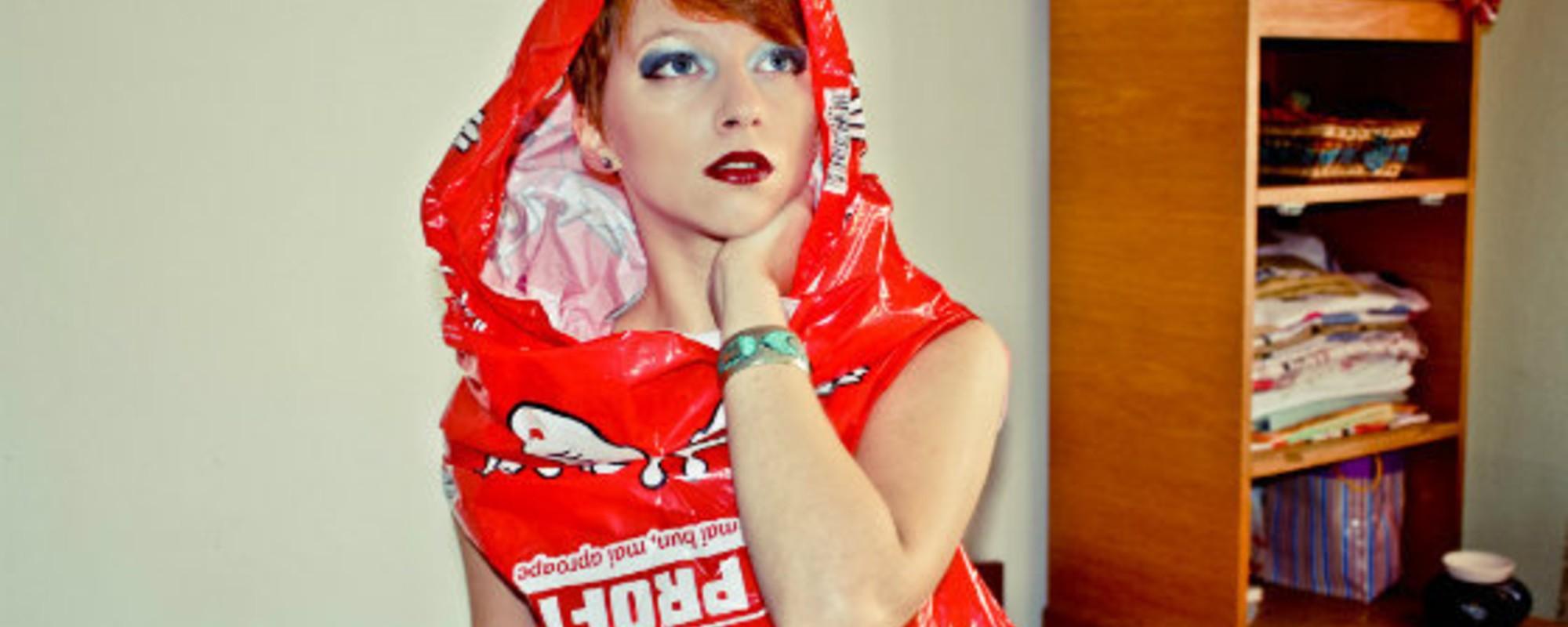Fotografiile astea îți arată obsesia ciudată a românilor pentru pungile de plastic