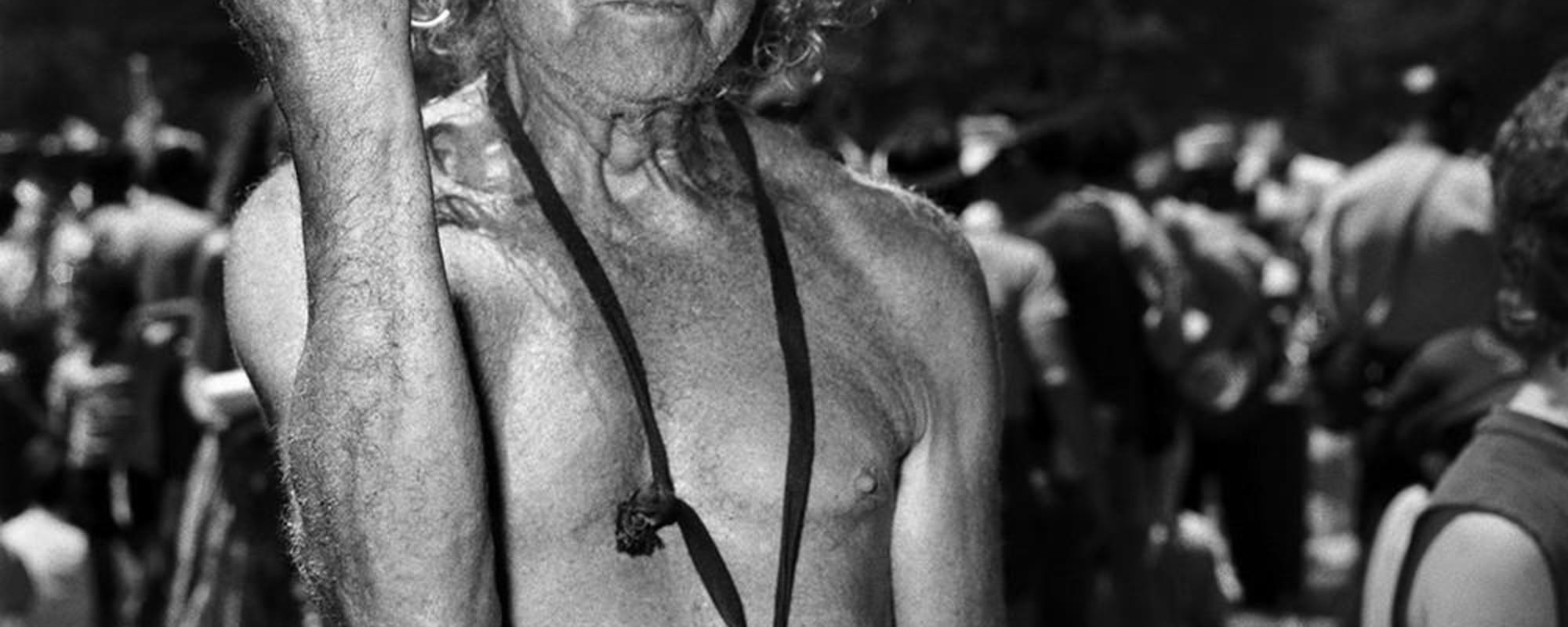 Die absurde Welt einer 85-jährigen Fotografin