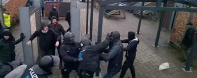 Cop Watch: Polizei verprügelt Demonstranten bei Räumung in Flensburg