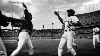 """Glenn Burke, el jugador gay de béisbol que invento el """"choca los cinco"""""""