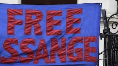 'Assange es libre de irse cuando quiera pero lo arrestaremos', dice el Reino Unido
