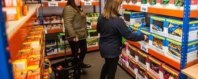 So billig kann Wohltätigkeit sein: Ein Ausflug in den easyJet-Supermarkt