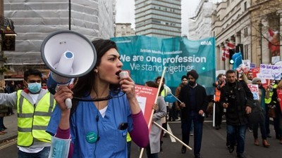 In Photos: Thousands of Medical Workers Protest Pay Cuts and Longer Hours in London