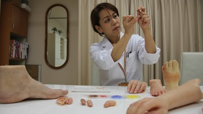 We Meet a Scientist Creating Prosthetic Pinkies for Ex-Yakuza Members on 'Daily VICE'