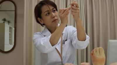 The Woman Who Makes Prosthetic Pinkies for Ex-Yakuza Members