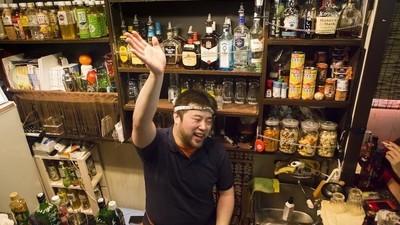 Fotos del infame distrito de microbares gay de Tokio