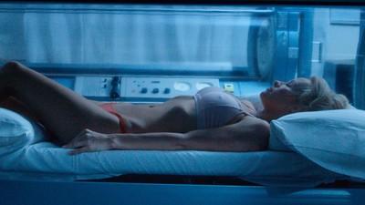 Mira 'Connected', un nuevo corto exclusivo de ciencia ficción protagonizado por Pamela Anderson