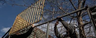 ΕΡΕΥΝΑ: Γιατί ο Δήμος της Αθήνας Γκρεμίζει ένα Πάρκο για να Φτιάξει Πάρκινγκ στο Ρουφ;