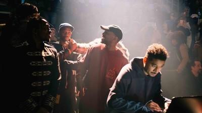 Fotos dos bastidores do enorme desfile de moda do Kanye West