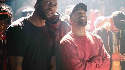 Fotos tras bambalinas del desfile de moda masivo de Kanye West