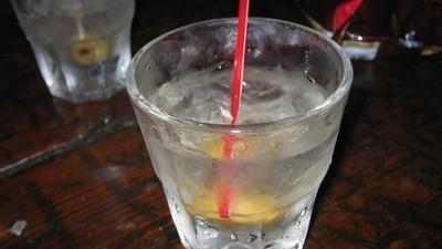 Britanicii beau votcă făcută din acetonă