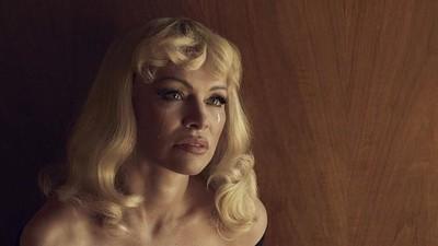 Nos adentramos en el mundo surrealista creado por Pamela Anderson