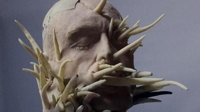 Sculpturile astea transformă corpul uman în monștri