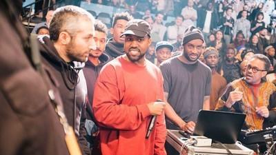 Fotografii din culise de la fashion show-ul lui Kanye West