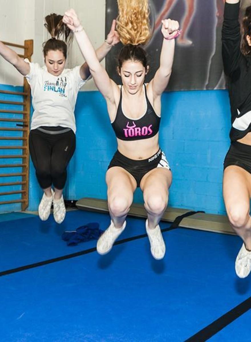 Los mejores cheerleaders de España se entrenan en un barrio de Madrid
