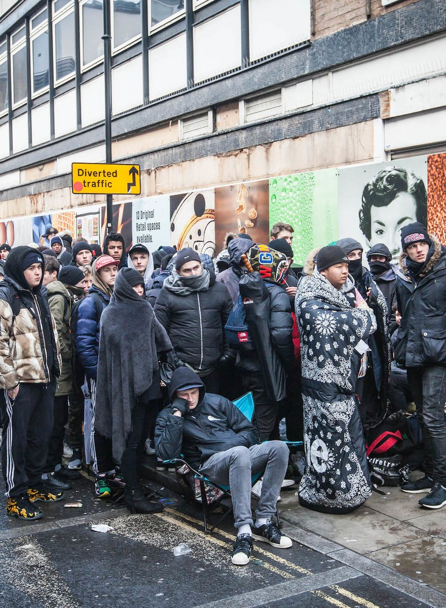 Photos of the Hundreds of People Who Lined Up Overnight to Buy the New Supreme Collection