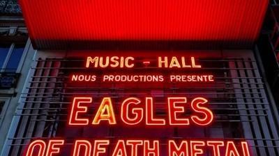 We spraken de fans die Eagles of Death Metal eindelijk hun Parijse show zagen afmaken