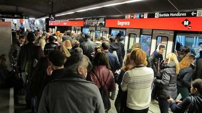 Crónica de un infierno durante la huelga de metro de Barcelona