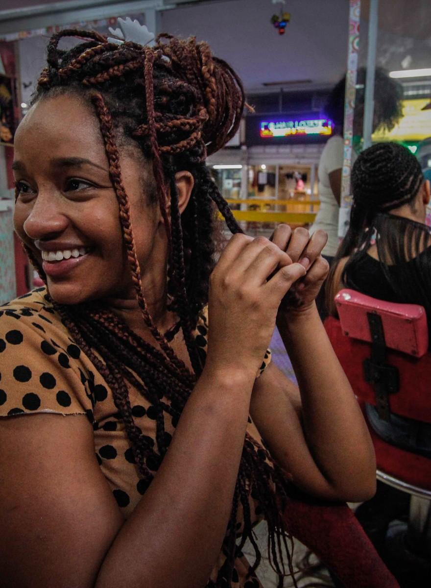 A cultura dos cortes de cabelo e tranças afro no Centro de SP