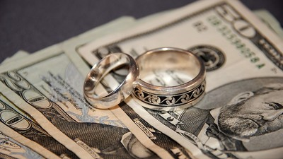 How Some Students Are Using Fake Marriages to Get Financial Aid