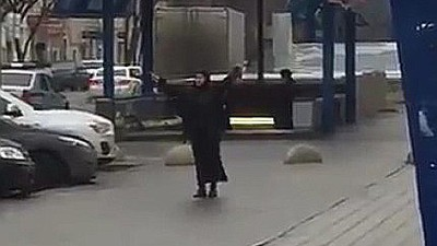 In Moskau schockiert eine Frau mit einem abgetrennten Kinderkopf und Terrordrohungen