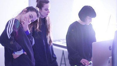 ¿Enseñar a producir y mezclar resuelve la desigualdad de género en la música electrónica?