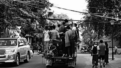 No Camboja todos os condutores são reis… e artistas