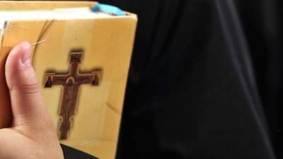 Een Russische man kan een jaar gevangenisstraf krijgen omdat hij op internet zei dat God niet bestaat