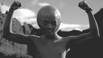 Hablamos con Edu Omega de los Urano Players sobre sintes, la policía del pensamiento y el Sistema Solar