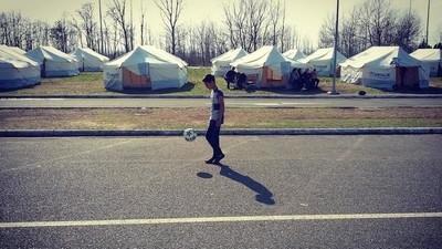 Futbol contra la desesperación en Idomeni, Grecia