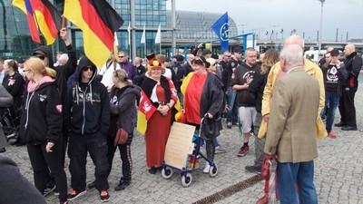 HoGeSa, Pegida und Pro-Deutschland wollen morgen durch Berlin marschieren
