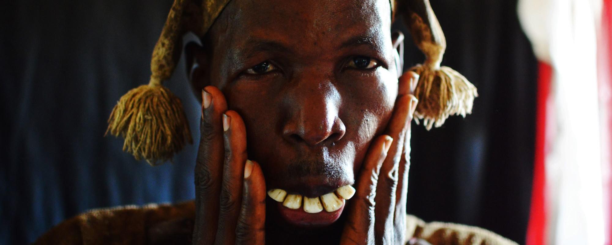 Magia nera e sangue di gallina: una settimana tra gli sciamani della Sierra Leone