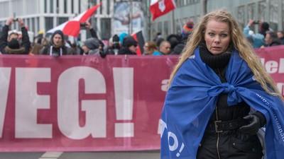 10 Mal so viele wie befürchtet: 3.000 Rechte sind durch Berlin marschiert