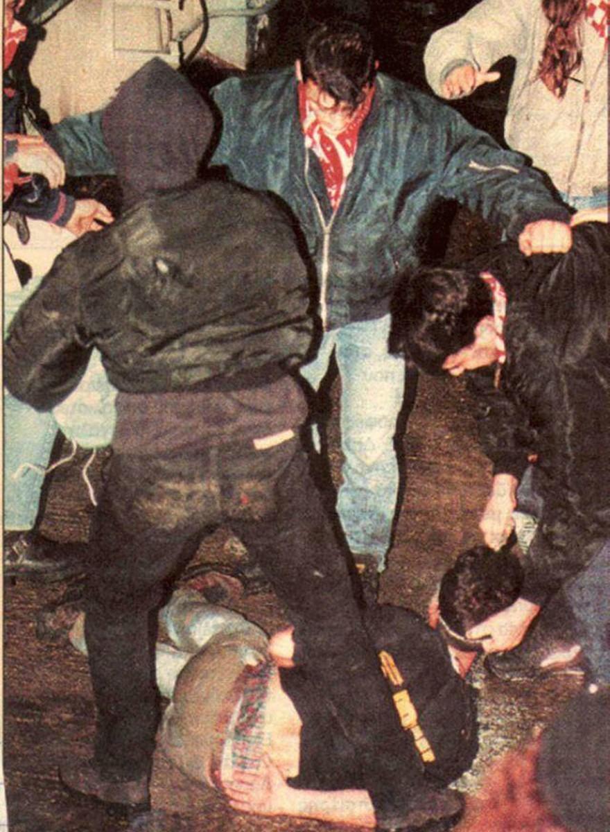 Risse e teste spaccate: foto inedite dagli anni di fuoco degli ultras greci