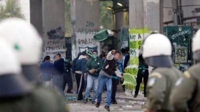 Fliegende Fäuste und splitterndes Glas: Die Blütezeit der griechischen Hooligan-Bewegung