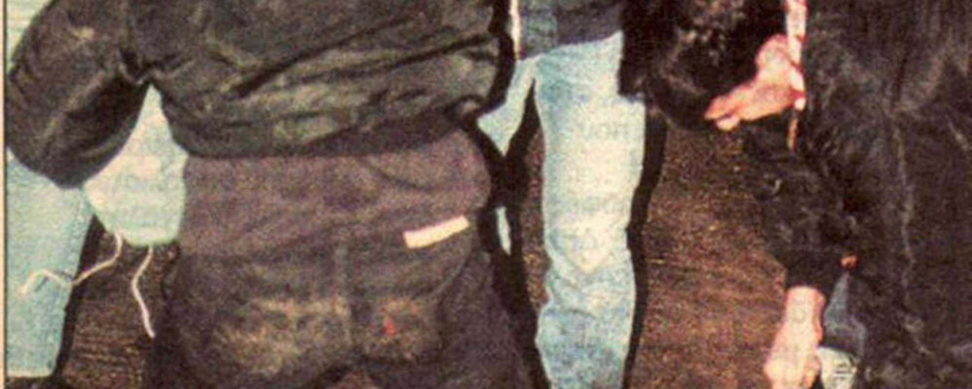 Peleas brutales y botellas rotas: fotos inéditas de los 'hooligans' griegos de los 90