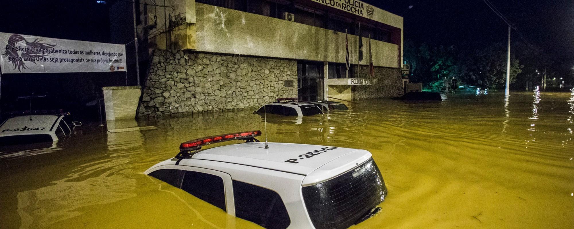 Carros submersos, casas alagadas: o terror das famílias que sofreram com as chuvas de SP