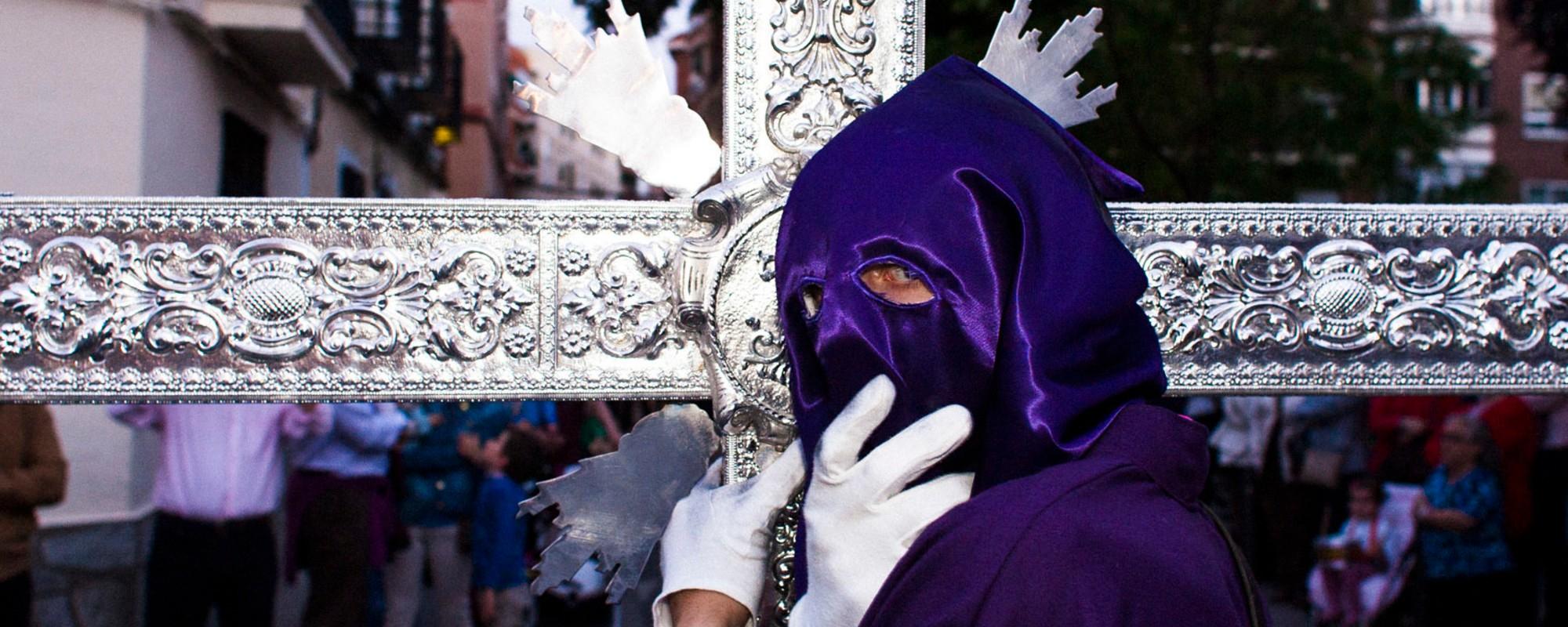 Mantillas negras y extra de gomina: una procesión de Semana Santa en Castilla La Mancha