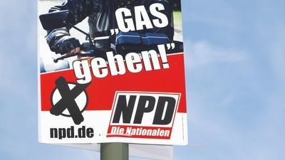 Nach Autounfall: NPD-Politiker wird von Flüchtlingen gerettet