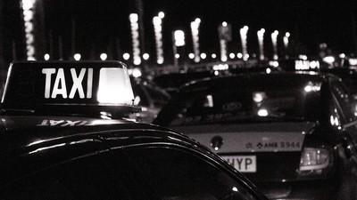 Navajas y prostíbulos: lo que aprendí una noche con los taxistas de Barcelona