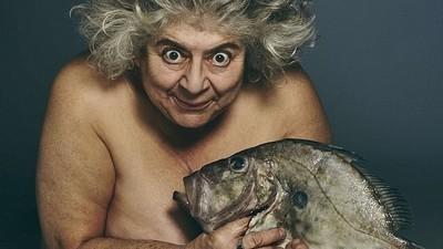 Criando fanfics para as fotos de celebridades inglesas nuas segurando peixes